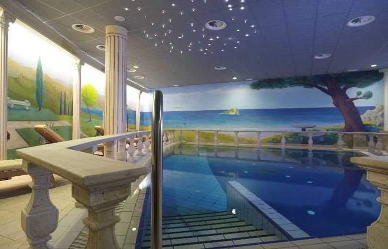 Grand Hotel Primus - Pool - 2