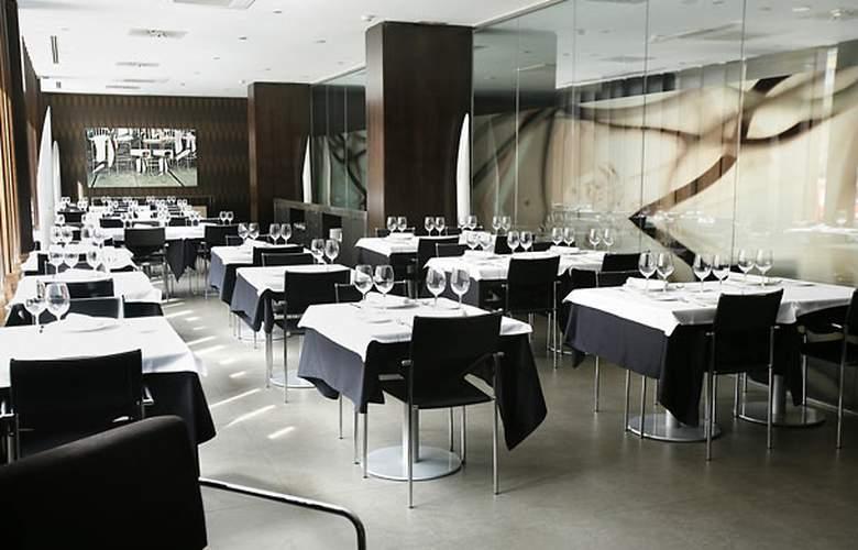 AC Zamora - Restaurant - 4