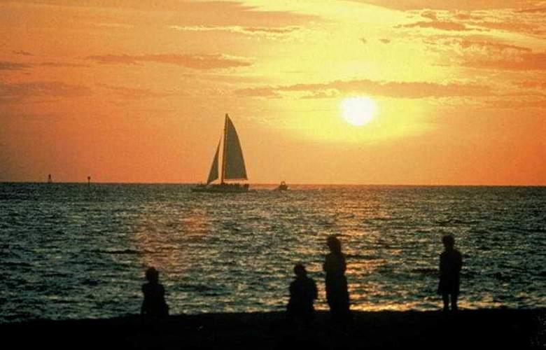 Beachcomber Beach Resort & Hotel - Beach - 8