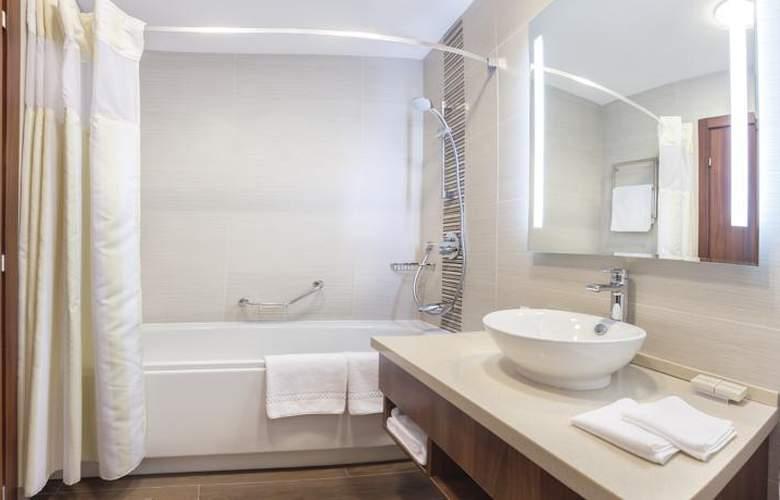 Hilton Garden Inn Astana - Room - 14