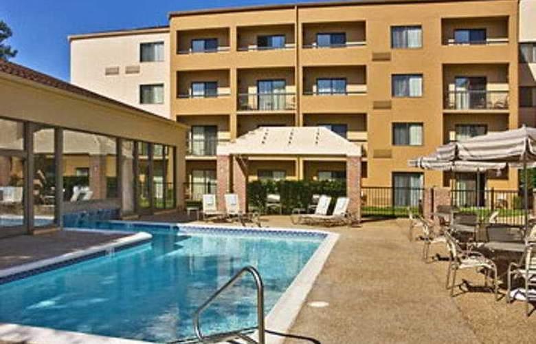Courtyard Williamsburg - Pool - 3