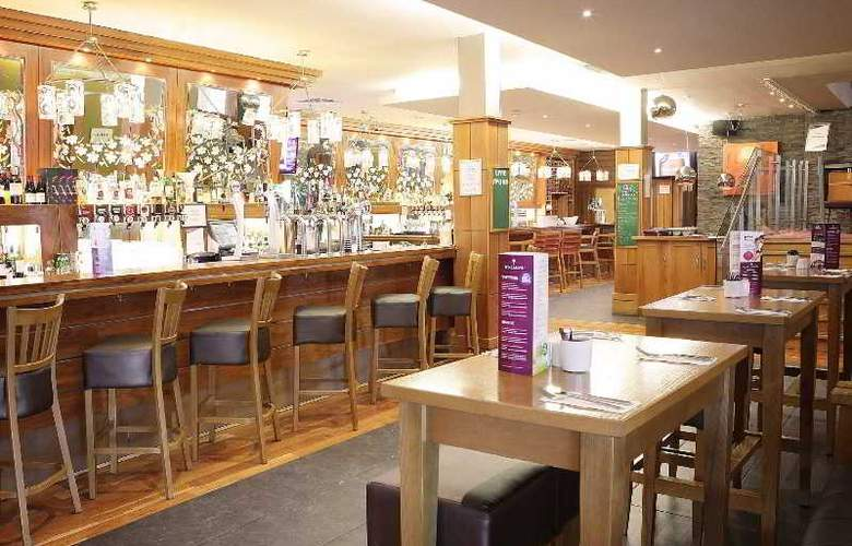 Claregalway Hotel - Bar - 15