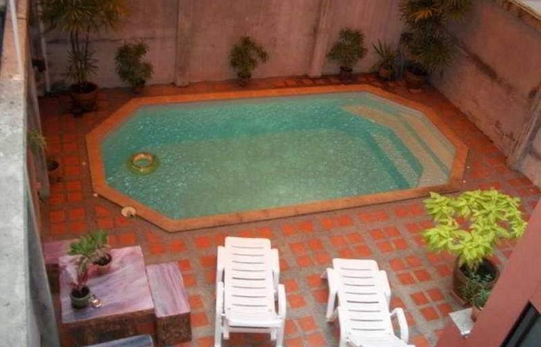 Capri Residence - Pool - 6