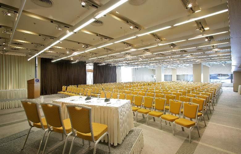 Nikopolis - Conference - 7