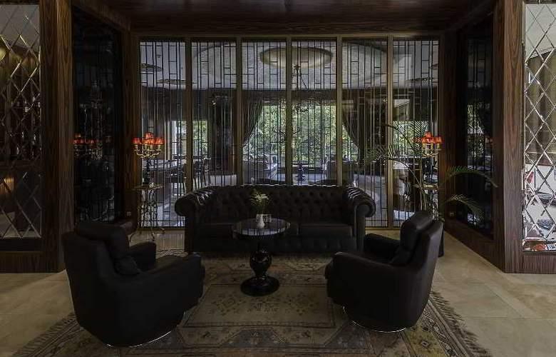Ramada Hotel & Suites Atakoy - Bar - 19