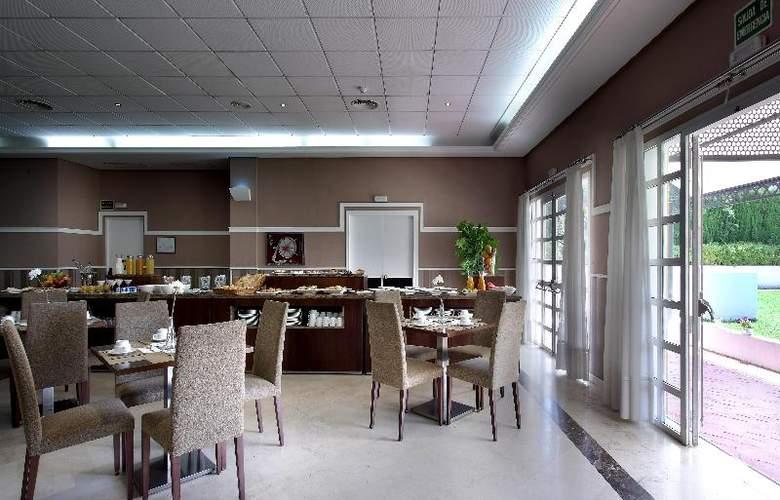 Exe Gran Solucar - Restaurant - 34