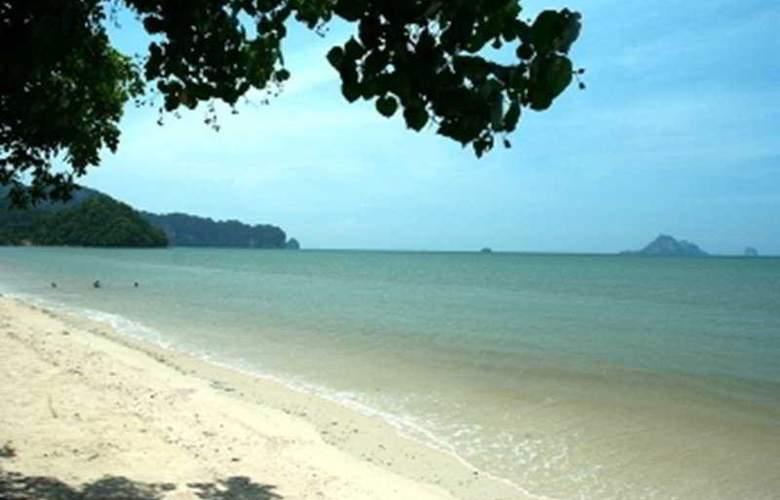 Aonang Ayodhaya Beach Resort and Spa - Beach - 11