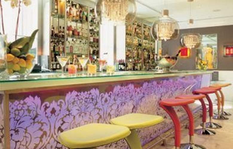The Mandeville - Bar - 8