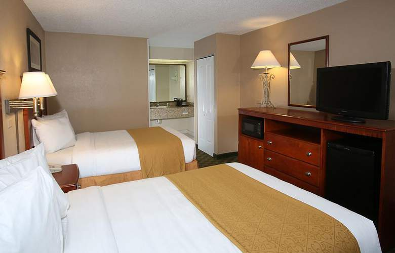 Quality Inn & Suites Airport/Cruise Port South - Room - 2