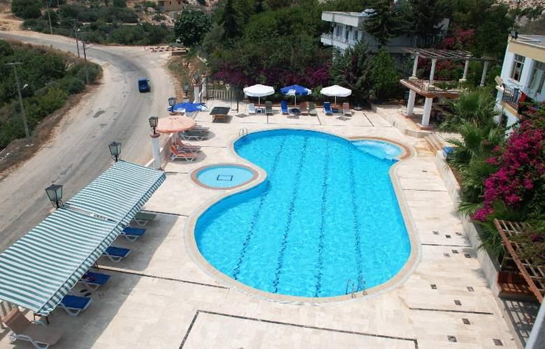 Calamie Hotel - Pool - 11
