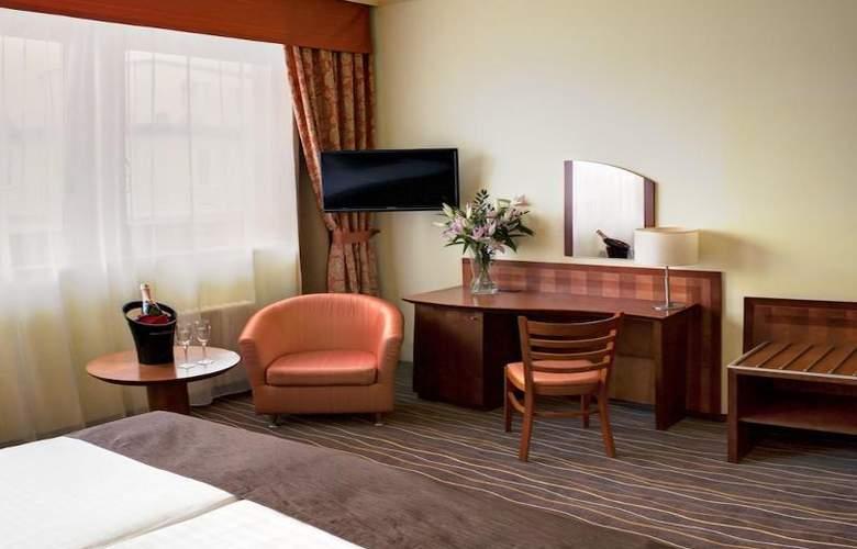 Luxury Family Hotel Bílá Labut - Room - 3