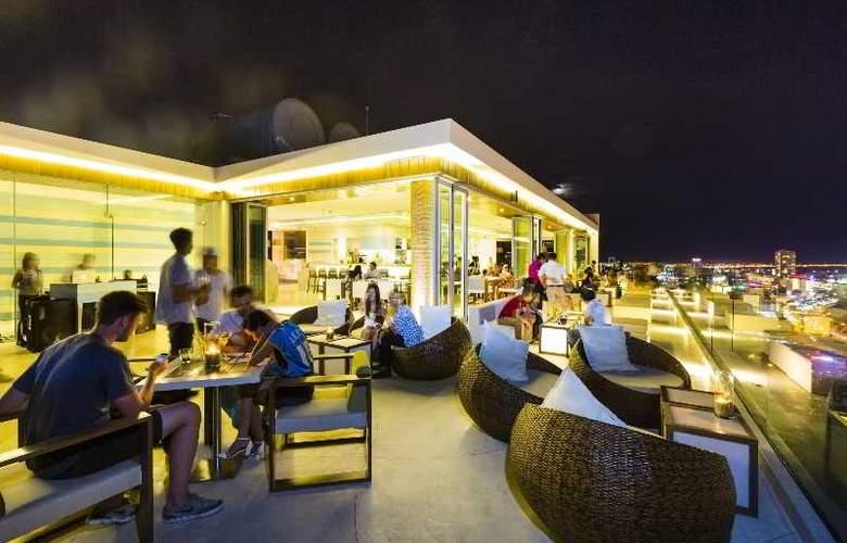 A La Carte Danang Beach - Bar - 26