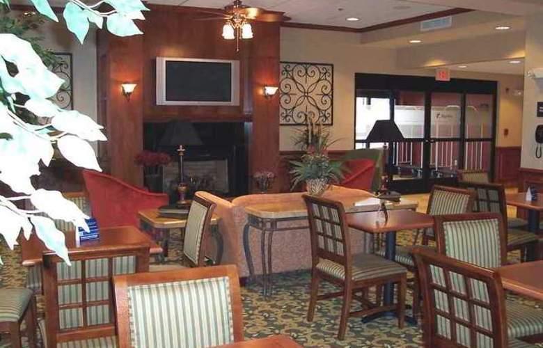 Hampton Inn Emporia - Hotel - 8