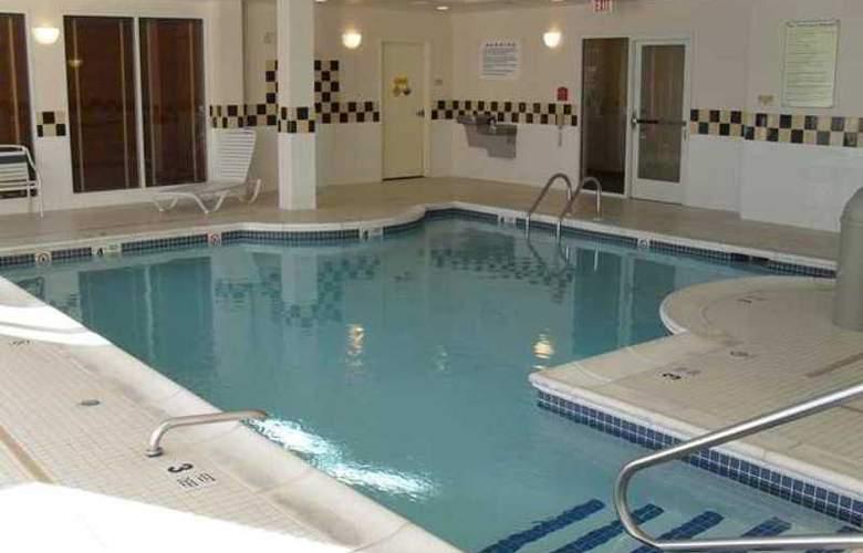 Hilton Garden Inn Westbury - Hotel - 4