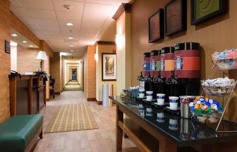Hampton Inn Waldorf - Restaurant - 17