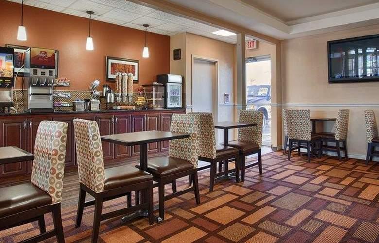 Best Western Plus Lubbock Windsor Inn - Restaurant - 32