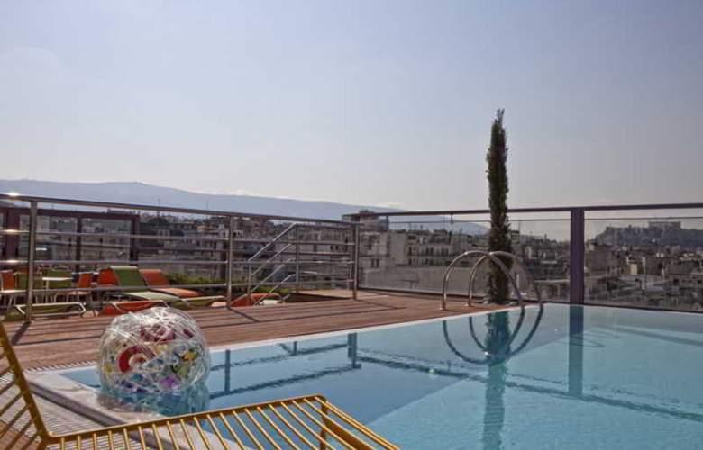 Novus Hotel - Pool - 15