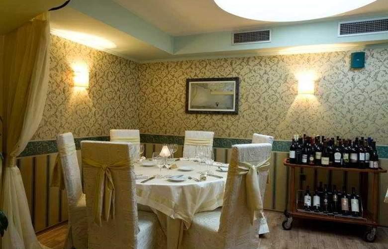 Capitol - Restaurant - 11