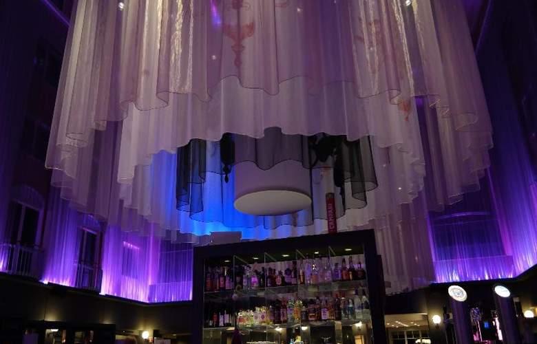 Radisson Blu Hotel Bremen - Bar - 13