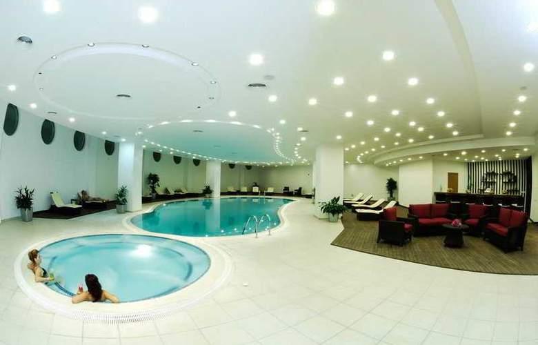 Malpas - Pool - 4
