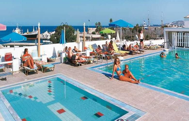 Kosta Palace - Pool - 2