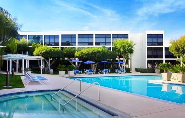 Four Points by Sheraton San Diego - Pool - 2