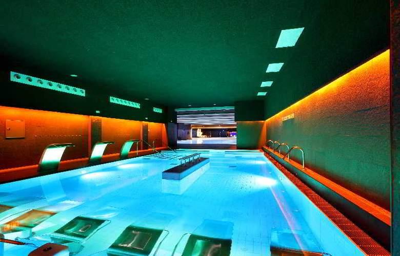 Occidental Bilbao - Pool - 24