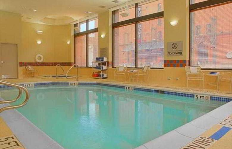 Hampton Inn & Suites Pittsburgh-Downtown - Pool - 0