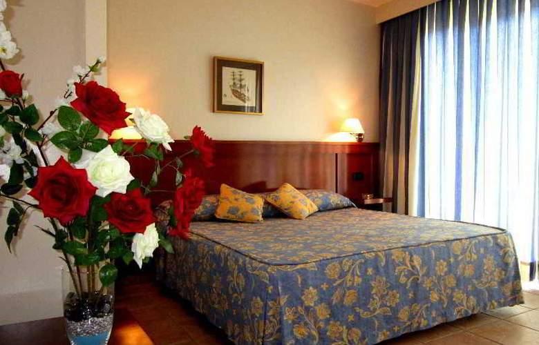 Hotel Residencia Abril - Room - 1