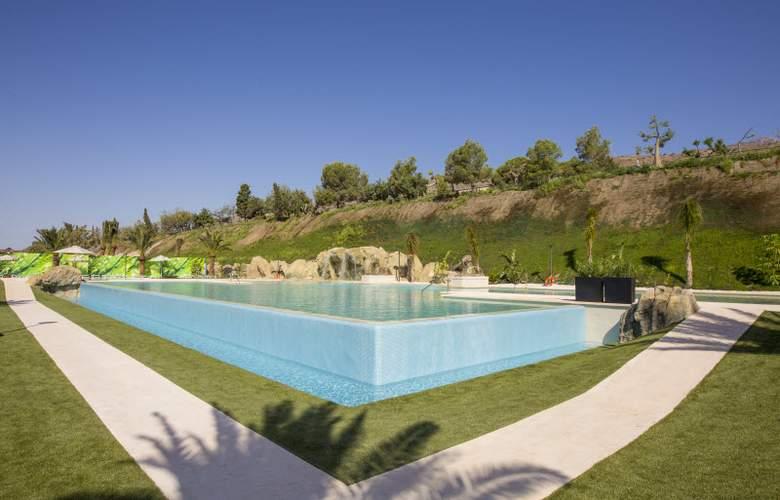 Grand Luxor - Pool - 24