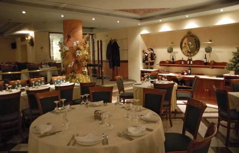 Rex Hotel Kalamata - Restaurant - 3