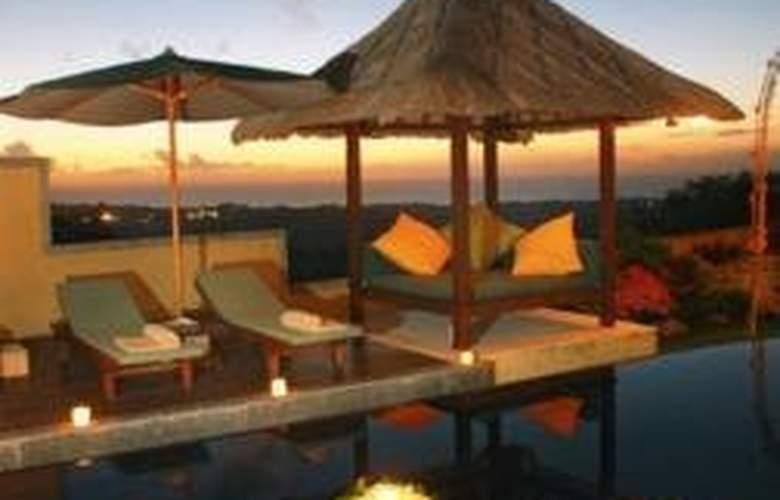Frangipani Beach Villa - Pool - 3