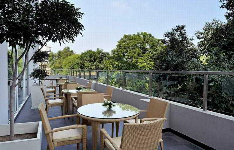 Hometel Chandigarh - Terrace - 12