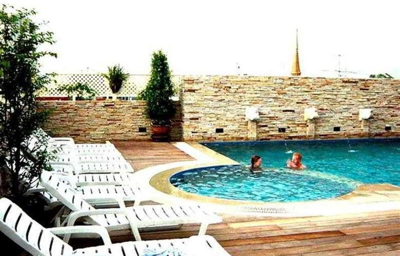 Buddy Lodge - Pool - 6