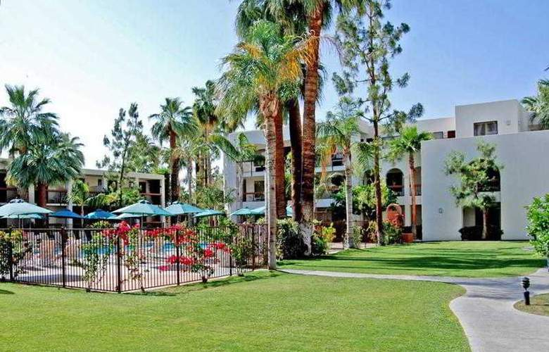 Palm Mountain Resort & Spa - Terrace - 16