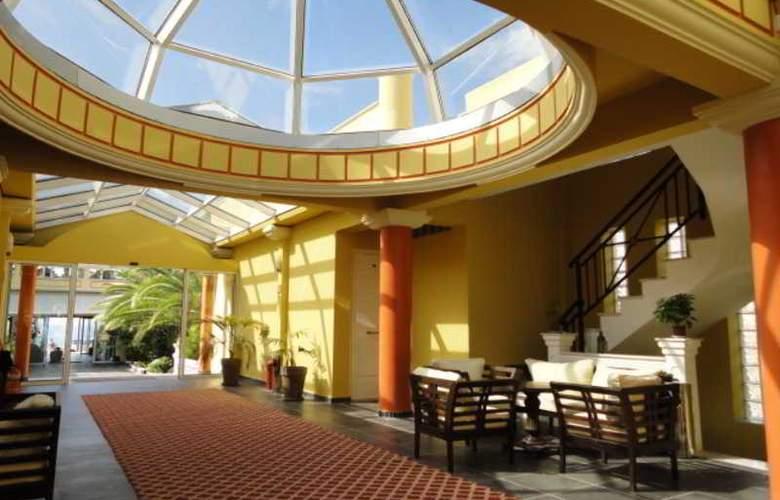 Cristina Maris Hotel - Hotel - 6