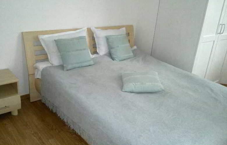 Persey Flora Apartments - Room - 8