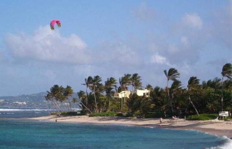 Hibiscus Beach Resort - Beach - 9