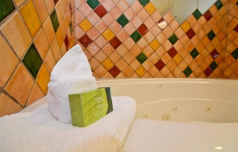 Best Western Plus Pocaterra Inn - Room - 132