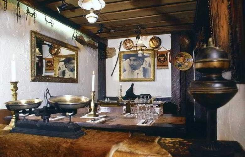 Ambassador City - Restaurant - 6