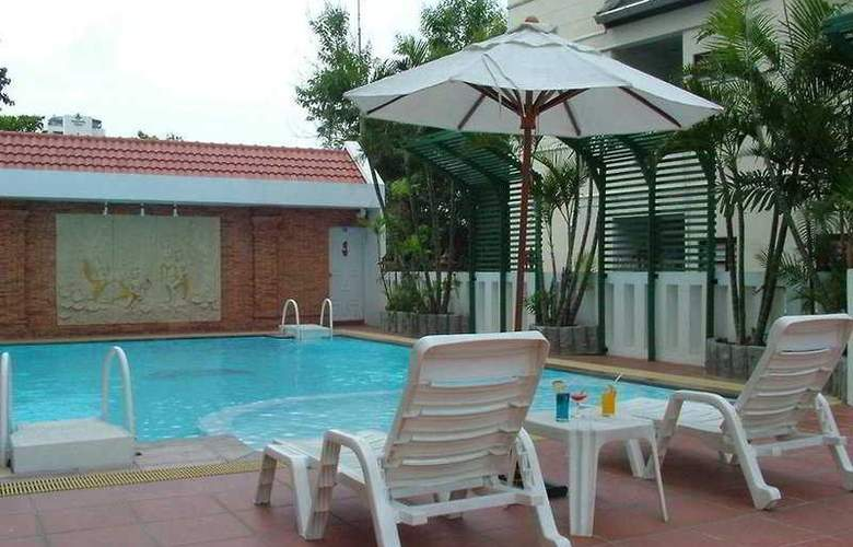 C H Hotel Chiang Mai - Pool - 7