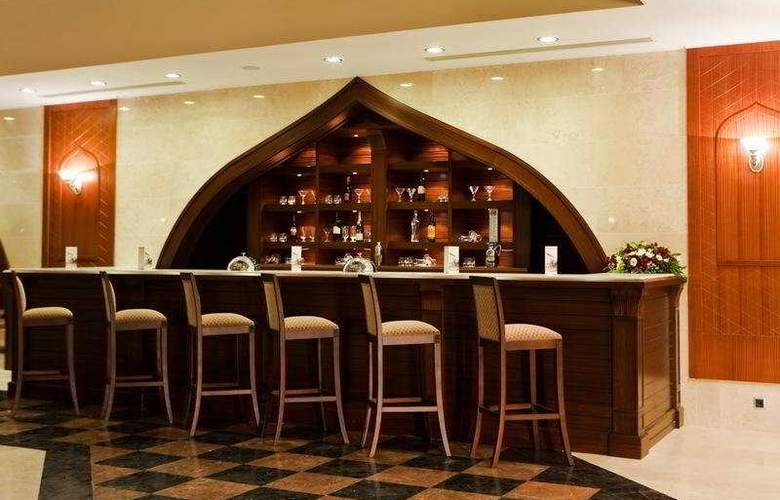 Crowne Plaza Hotel - Bar - 9