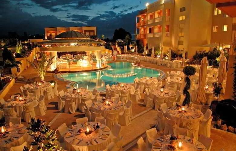 Ambassador Hotel - Hotel - 7