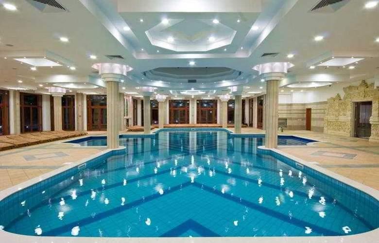 Emerald Beach Resort & Spa - Pool - 8