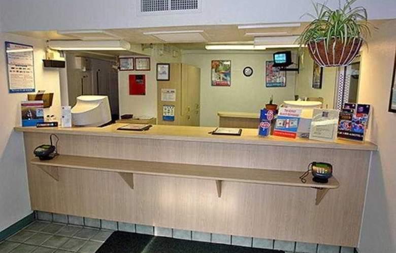 Motel 6 Williamsburg - General - 2