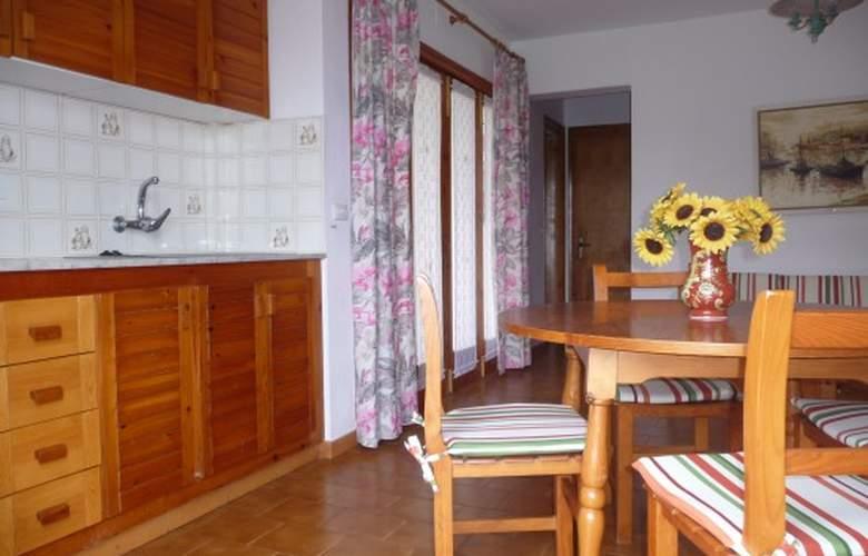 Apartamentos Llebeig - Room - 5