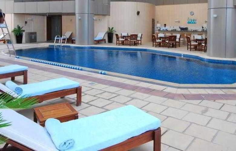 Grand Millennium Dubai - Pool - 10