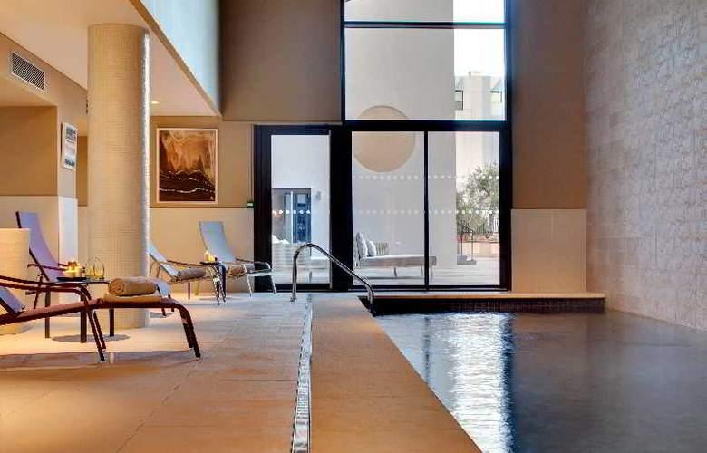 Hotel Renaissance Aix En Provence - Pool - 3