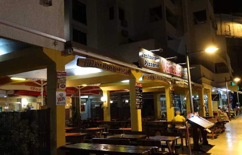 Turial Park - Restaurant - 39