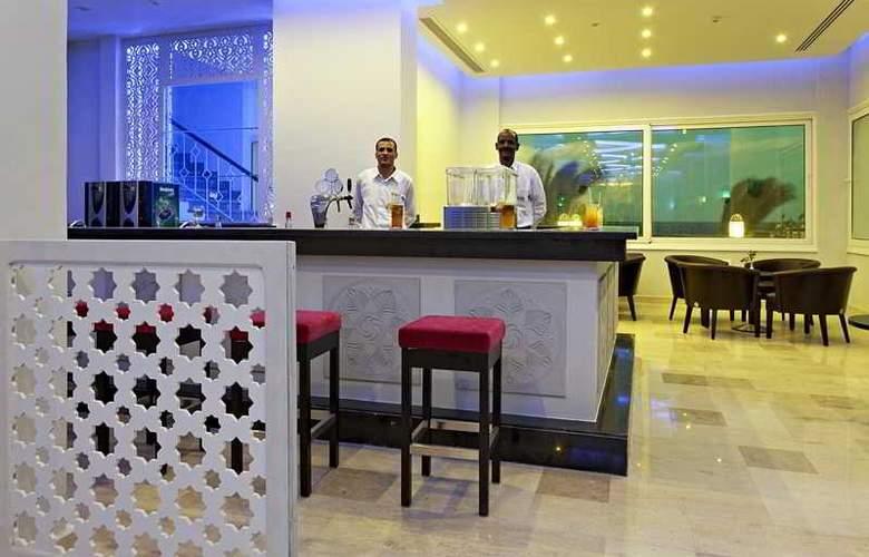 The Three Corners Royal Star Beach Resort - Bar - 29